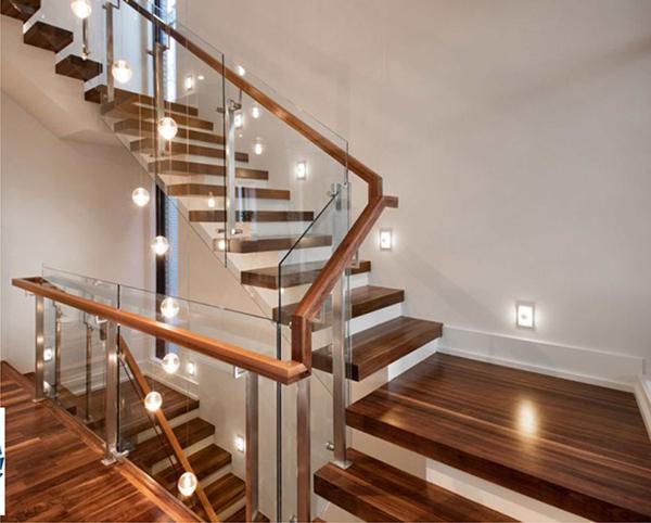 mẫu cầu thang kính đẹp hiện đại