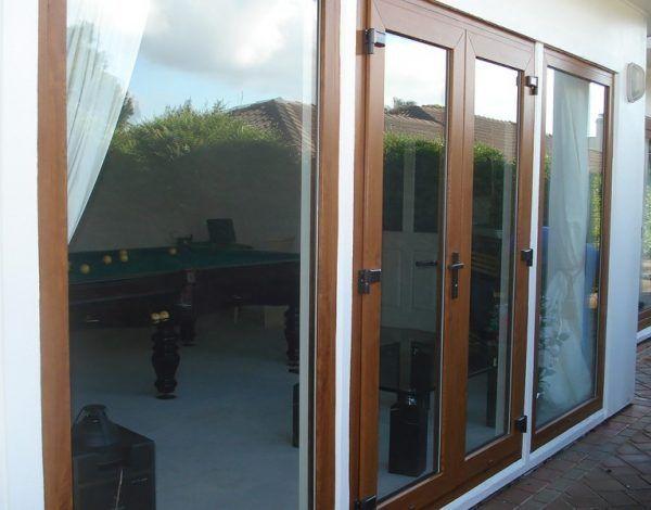 20+ Mẫu cửa nhựa lõi thép vân gỗ đẹp, thi công nhanh gọn tại Hà Nội và tpHCM