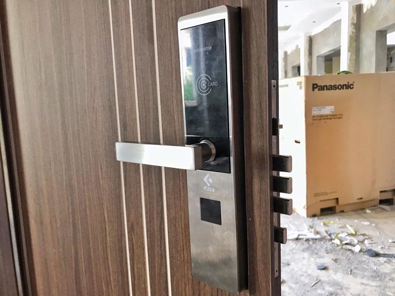 Lắp đặt khóa cửa thẻ từ khách sạn tại Hạ Long – Quảng Ninh