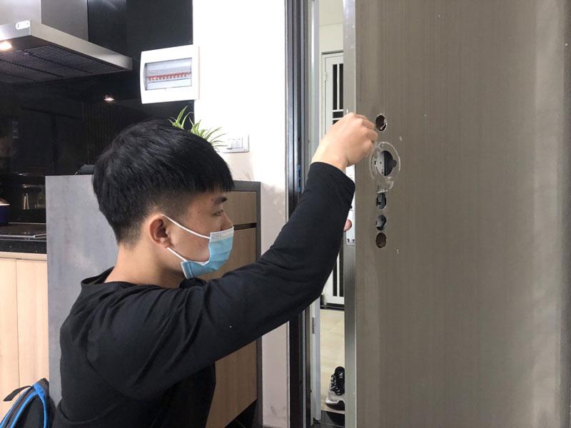 Khóa cửa vân tay Đà Nẵng nên mua ở đâu uy tín ?